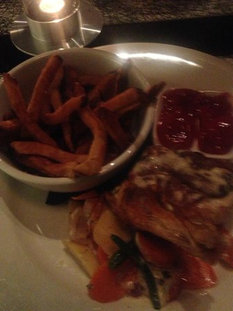 The Brickhouse Kitchen & Bar: Chicken and Fries!