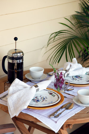 Cliffside Inn: May we bring you some coffee?