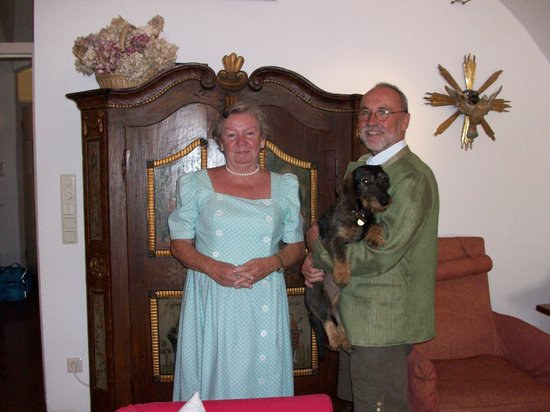 Hotel Wolf: A nice couple who served the breakfast, with their doggie