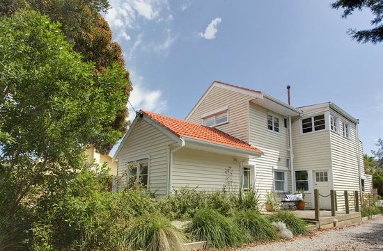 Blue Moon Cottages: Shearwater Cottage