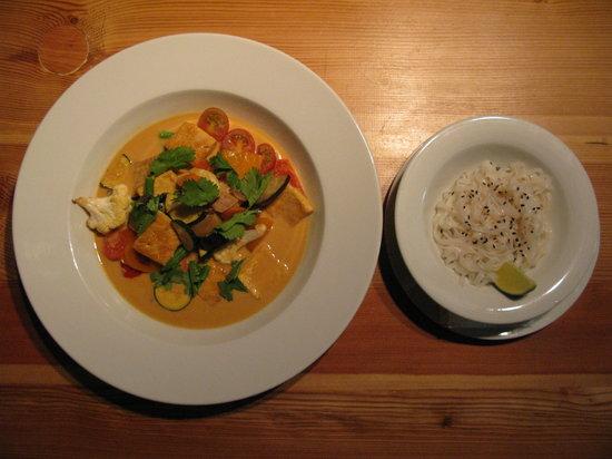 Estrella restaurant: My favorite Thai curry tofu. I love it!