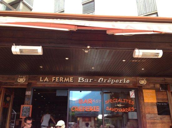 La Ferme Chamoniarde: お店の前