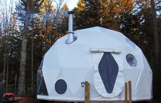 Ridgeback Lodge: The Dream Dome has a wood stove very cozy!
