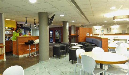 Ibis Budget Marseille Vieux Port : The breakfast area - 2