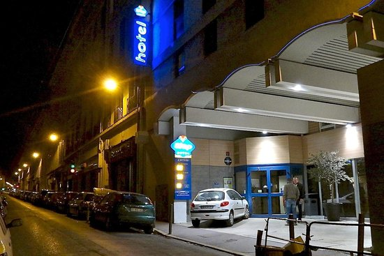 The Entry Rue Sainte At Nigth Picture Of Ibis Budget Marseille - Hotel ibis vieux port marseille