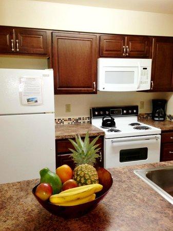 Sunny Maui Condos: Fully stocked kitchen