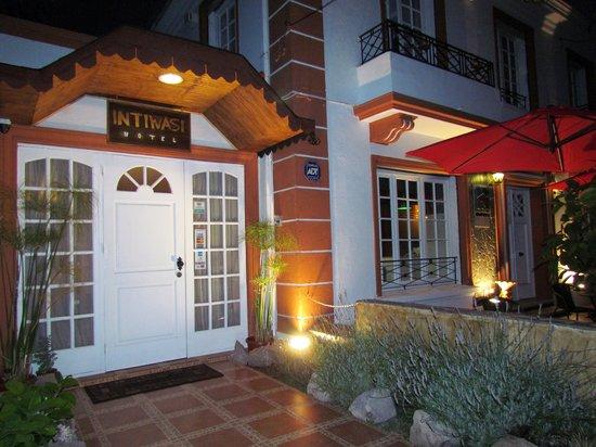 Intiwasi Hotel: Entrada