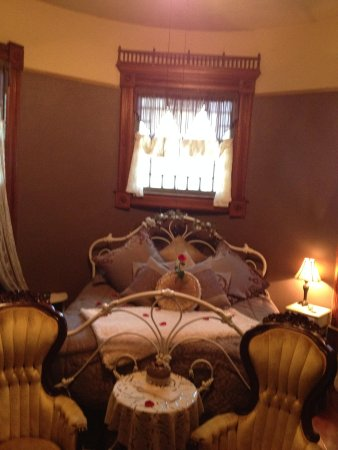 1884 Wildwood Bed and Breakfast Inn: beautiful and romantic