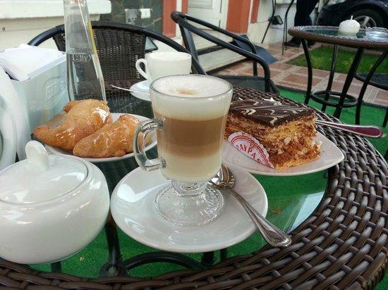 Intiwasi Hotel: Café