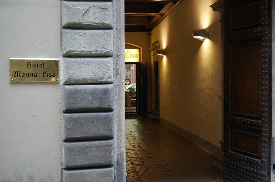 Hotel Monna Lisa: Front entry