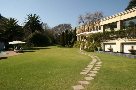 Fairlawns Boutique Hotel & Spa : Even in winter the grounds are lovely!