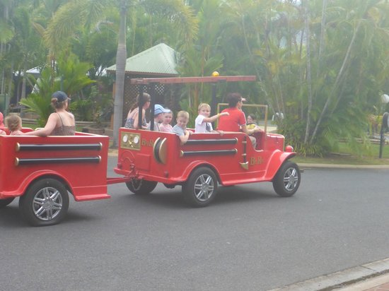 Cairns Coconut Holiday Resort: fire engine rides