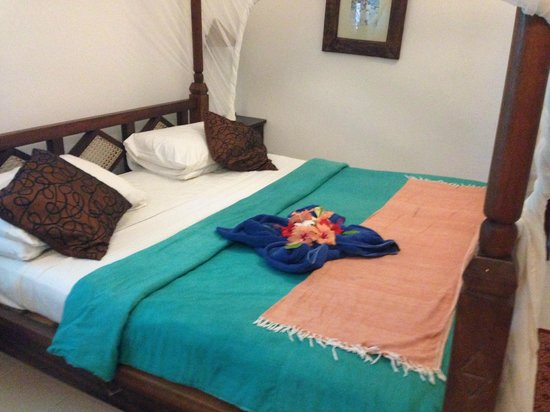 Flame Tree Cottages: Our bed