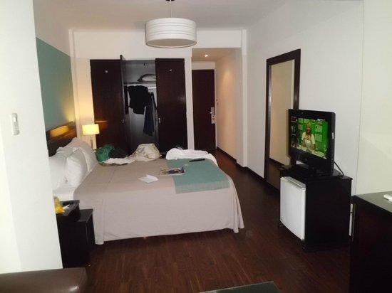 Rochester M: quarto e armário amplos
