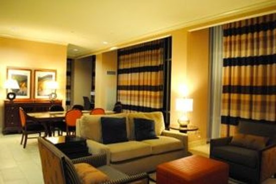 Hilton Branson Convention Center: Presidential Suite living area