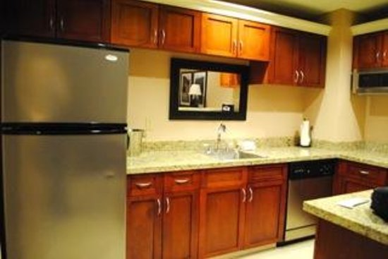 Hilton Branson Convention Center: Presidential Suite full kitchen, no stove
