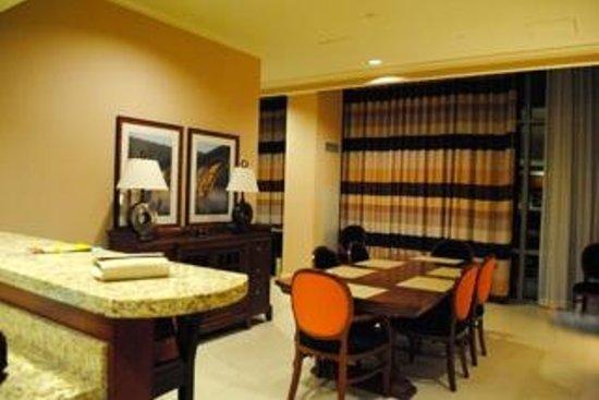 Hilton Branson Convention Center : Presidential Suite dining area