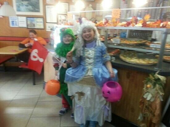 Mario's Pizza and Italian Eatery: friends trick or treating