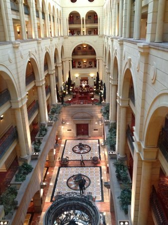 Michelangelo Hotel: Lobby from the glass elevator