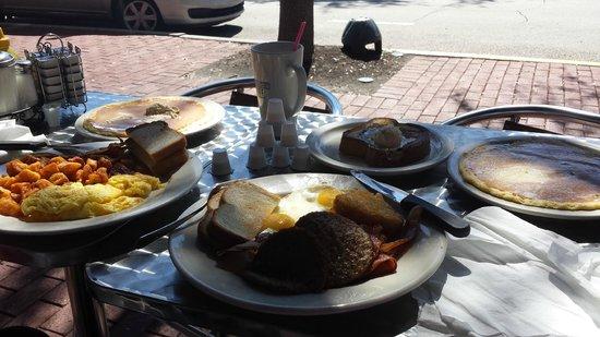Market Street Cafe: small breakfast for 2 lol
