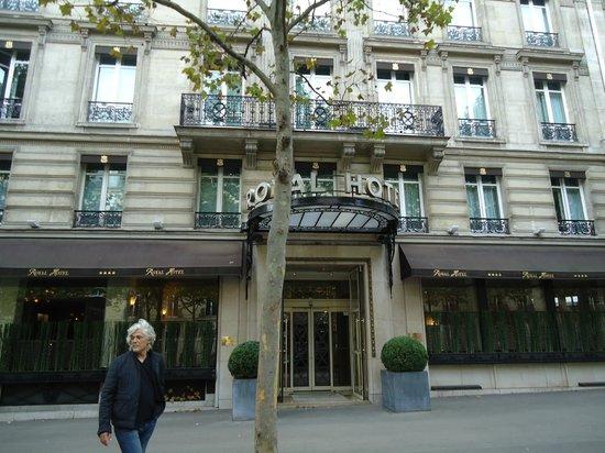 Royal Hotel Paris Champs Elysees: Hotel entrance