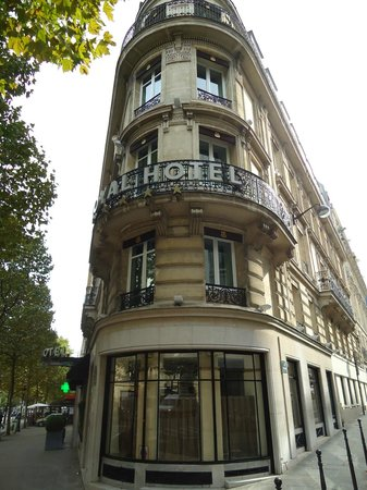Hotel entrance picture of royal hotel paris champs for Paris hotel address
