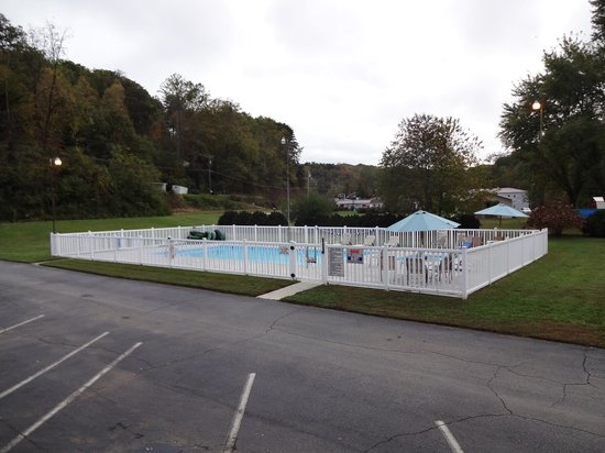 Two Rivers Lodge: Pool
