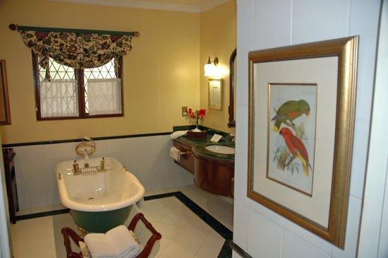 The Stanley and Livingstone: bathroom