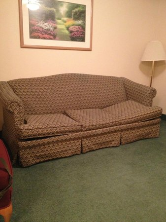 Country Inn & Suites By Carlson, West Valley City: Broken Couch