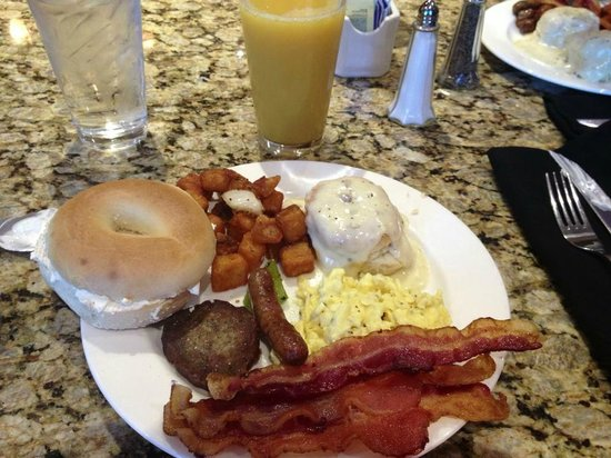 Renaissance Tulsa Hotel & Convention Center : breakfast buffet at Cyprus Grille in the hotel