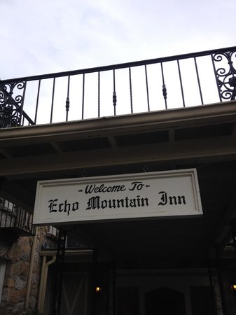 Echo Mountain Inn: entry to lobby