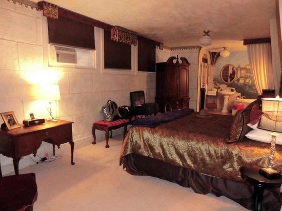 Greystone Manor: King Room