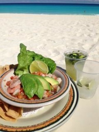 The Royal Sands Resort & Spa All Inclusive: Delicious fresh mixed ceviche and drinks delivered to me on the beach