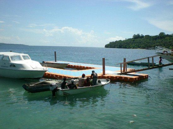 Pulau Banggi: Bluish clear water is very inviting to dive in