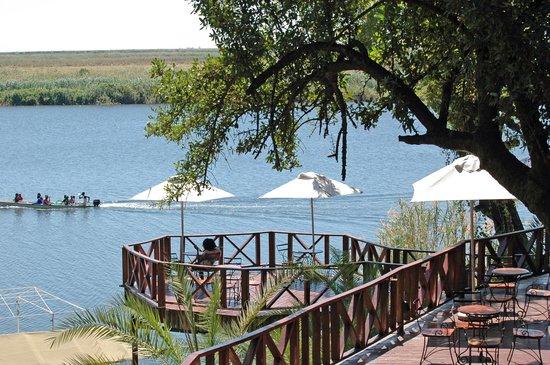 Chobe Marina Lodge : one of the many decks