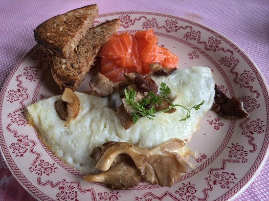 Blantyre : Egg white omelet with smoked salmon on the side for breakfast
