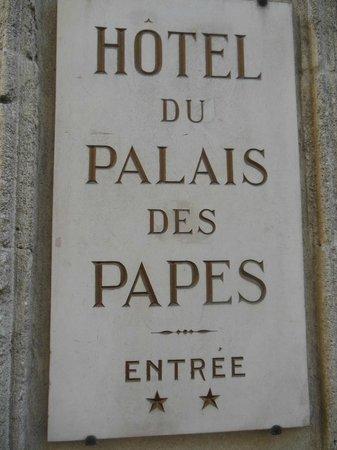 Hotel du Palais des Papes : Entrance in the square