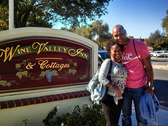 Wine Valley Inn & Cottages: Outside of our lovely Wine Valley Inn Cottage