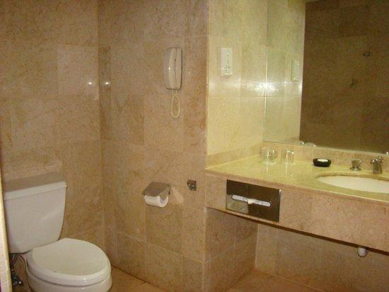 Grand Quality (GQ) Yogyakarta : Bathroom