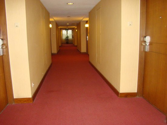 Grand Quality (GQ) Yogyakarta : koridor menuju kamar