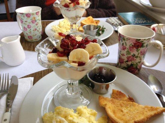 Warm Springs Inn: Breakfast