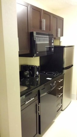 Holiday Inn Pointe Claire Montreal Airport : Kitchenette