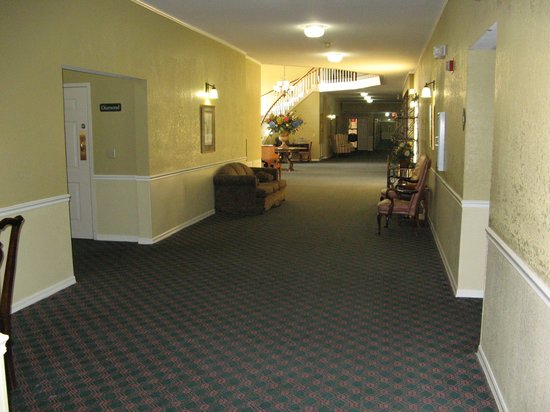 Americas Best Value Inn & Suites Sikeston MO: Hall