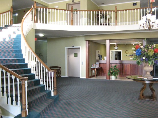 Americas Best Value Inn & Suites Sikeston MO: Front Desk