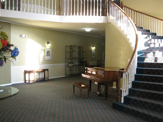 Americas Best Value Inn & Suites Sikeston MO: Near Front Desk