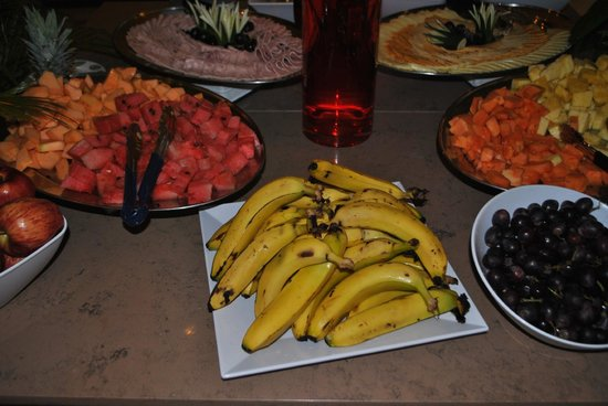 Plaza Paitilla Inn: Fresh fruit for breakfast