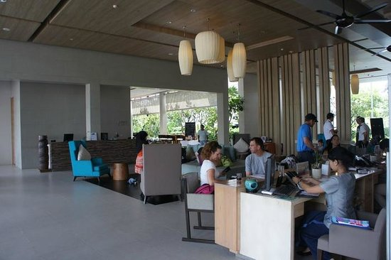 Holiday Inn Phuket Mai Khao Beach Resort: Lobby