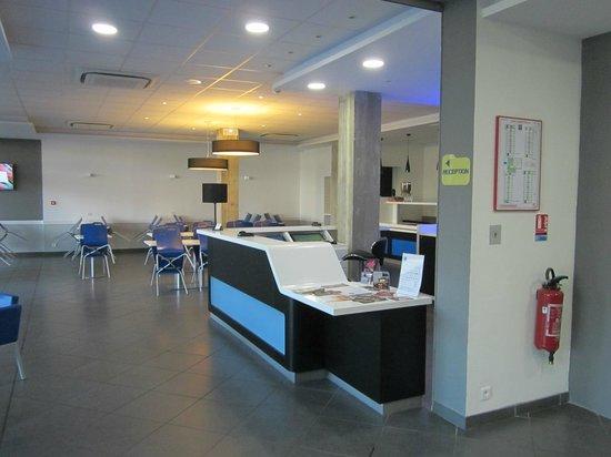 Ibis Budget Ajaccio : breakfast and reception area