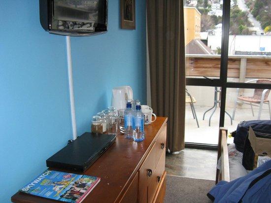 Adventure Queenstown Hostel: Part of our room looking onto deck