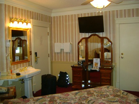 Athabasca Hotel: room